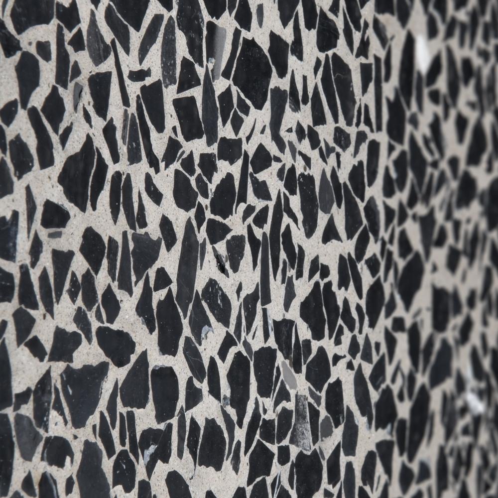 Finitura levigata pannelli verticali, graniglia nero Ebano, fondo grigio